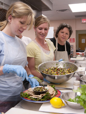 Clemson University's Cooking and Healthy Eating Food Specialists prepares you to teach the healthy cooking tricks of the trade. CU CHEFS' focus is to help families gain the confidence and expertise needed to prepare healthy meals.