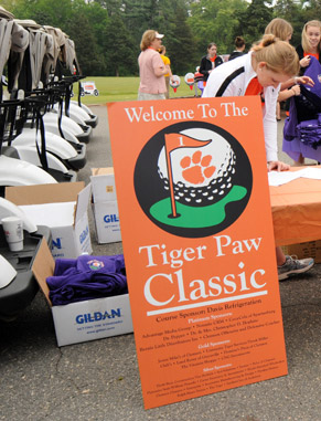 The iSELL student organization coordinates, plans, markets and produces the annual Tiger Paw Classic golf tournament each spring, giving students over 100 hours of sales training and experience and making them excellent prospects for employment.
